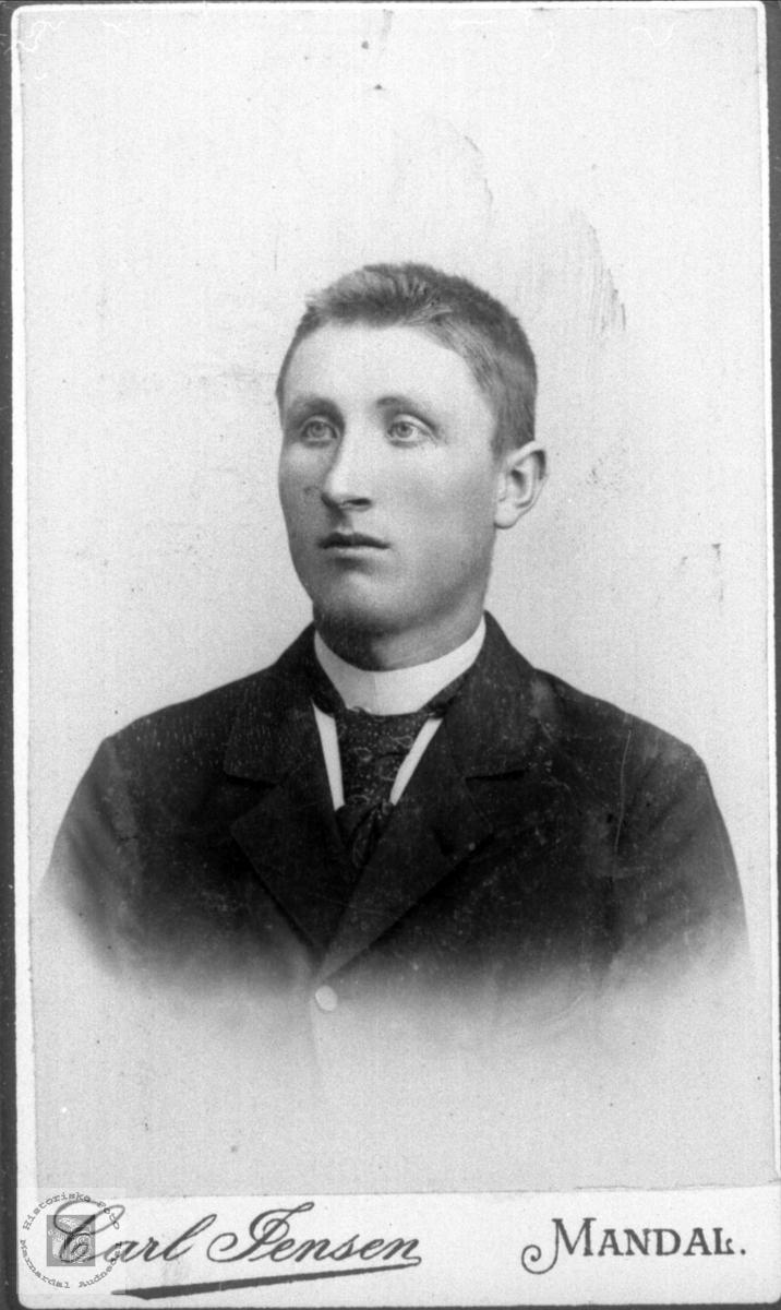 Portrett av Ånen Olson Ågset Bruskeland født Ågset fra Laudal.