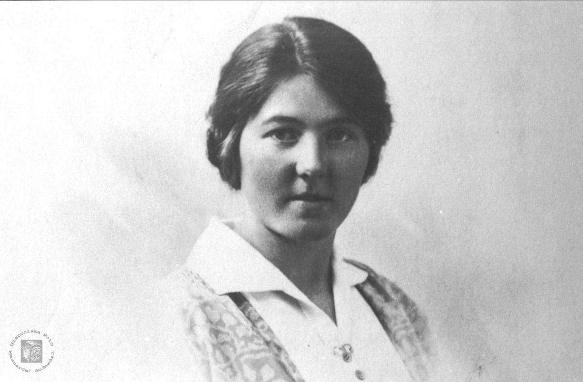 Portrett av Marta Justvik, født Salvesen.
