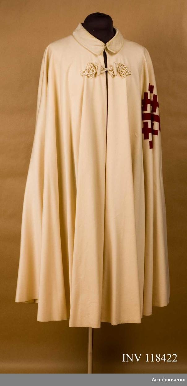 Grupp C I Ordenskappa för Påvliga Heliga Gravens orden, Vatikanstaten. Av vitt ylle med rött Jerusalemkors.