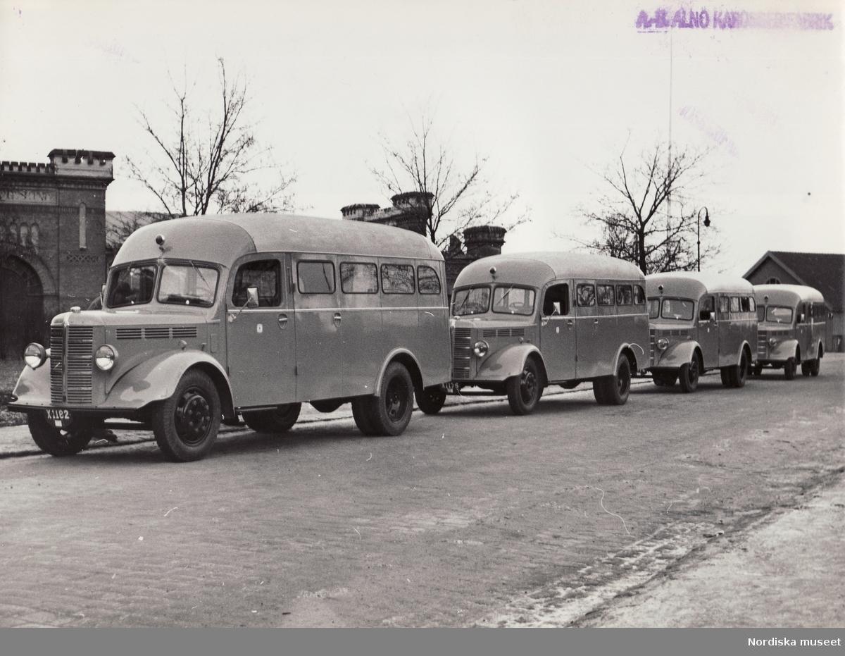 """General Motors Nordiska Ab. Bedford bussar 1939.  """"Interrimsskyltarna, som visar att det är nya bilar, börjar på X vilket är Gävleborgs län. Bilden är stämplad AB Alnö Karosserifabrik."""""""
