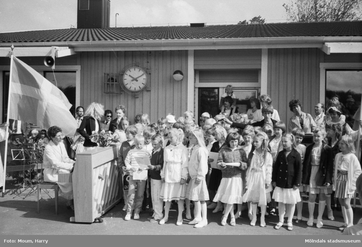 Skolavslutning på Liveredsskolan (senare Östergårdsskolan) i Kållered år 1983.