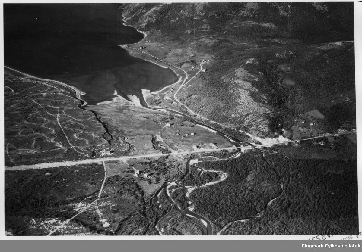 Flyfoto av Kunes i lebesby.  Negativ nr. 61423