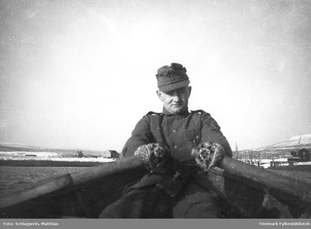 Tysk soldat, Matthias Schlagwein selv, ror opp Vestre Jakobselv vinteren 1940/41.