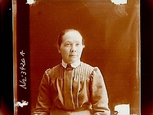 En kvinna, bröstbild.Fru Anna Pasma, Helsingfors, Finland.