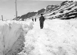Snøryddingsarbeid på Hemsedalsfjellet  på stigninga opp  mot