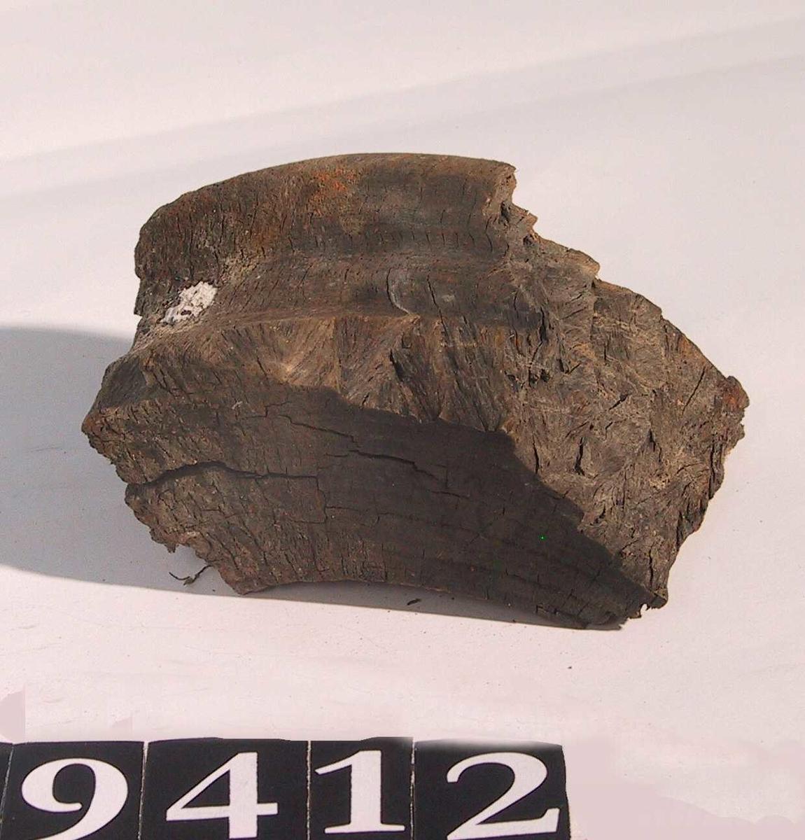 Blokkskive fragment av pukkenholt.