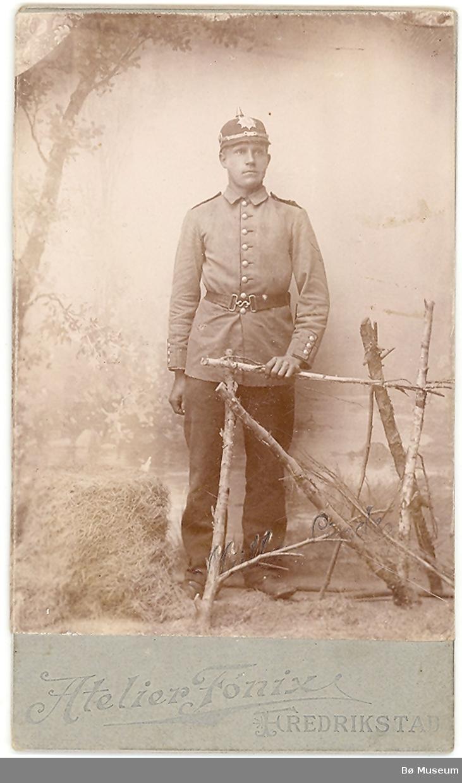 Mann i uniform