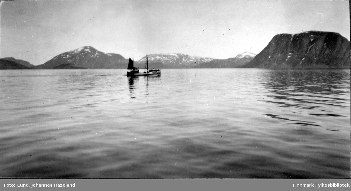 Sjark i Sørøysundet