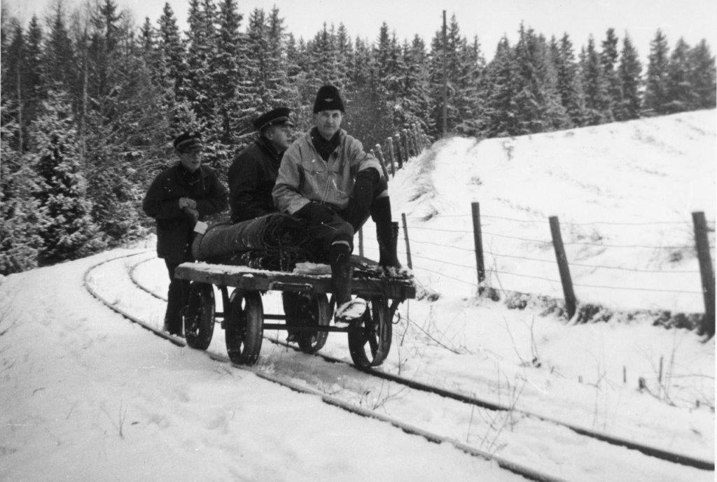 Aktive medlemmer med arbeidstralle på museumsbanen Urskog-Hølandsbanen