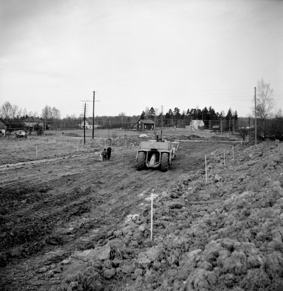 Text på negativkuvertet: Nya vägsträckningen i Dottevik. Bilden togs i januari 1955.