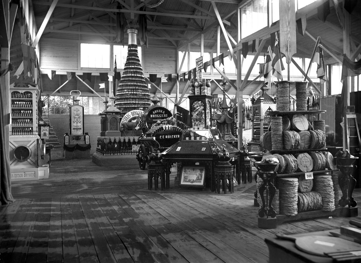 Foto taget vid Värmlands Hushållningssällskaps utställning i Klara 1903.