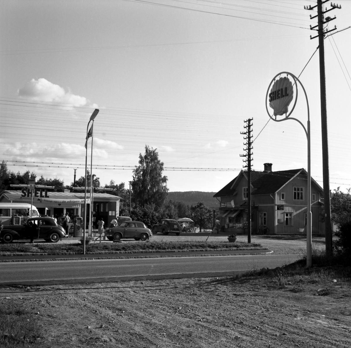 Någonstans i Värmland - närmare bestämt Åmotfors i slutet av 1950-talet.