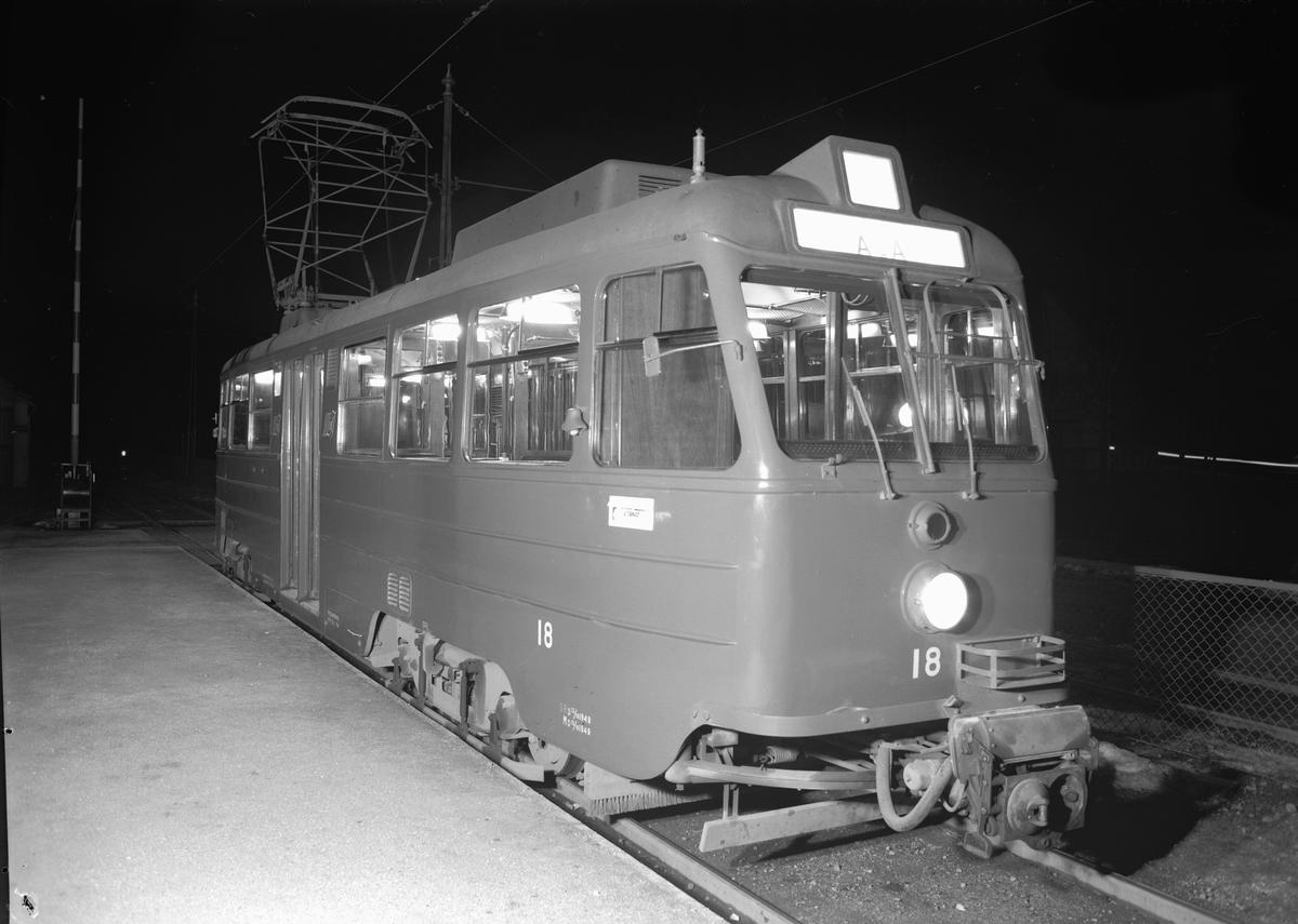 Södra Lidingöbanans (SSLidJ) motorvagn 18 i leveransskick, vid Aga station.