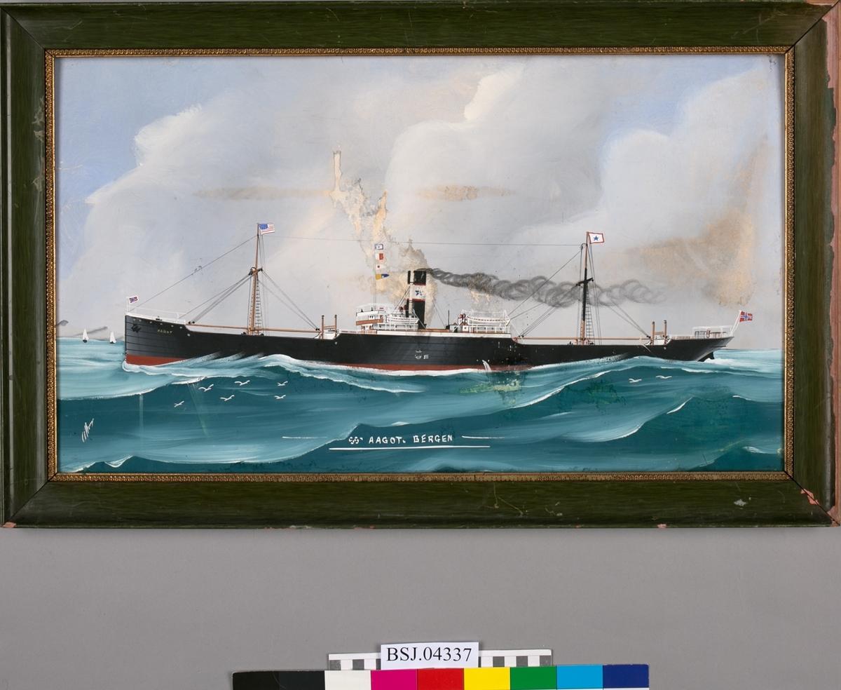 SS AAGOT i rom sjø. To master med amerikansk flagg og rederiflagg. Rederimerket til S. M. Kuhnle & Søn, blå stjerne på hvit bunn, på skorsteinen. Norsk flagg i baug og i akter. Bølger og måker.