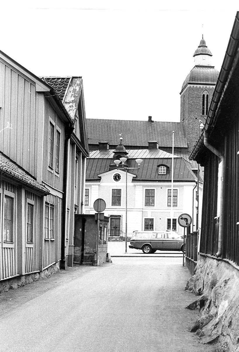 Vy från Järntorgsgatan mot Rådhuset och Vårfrukyrkan.