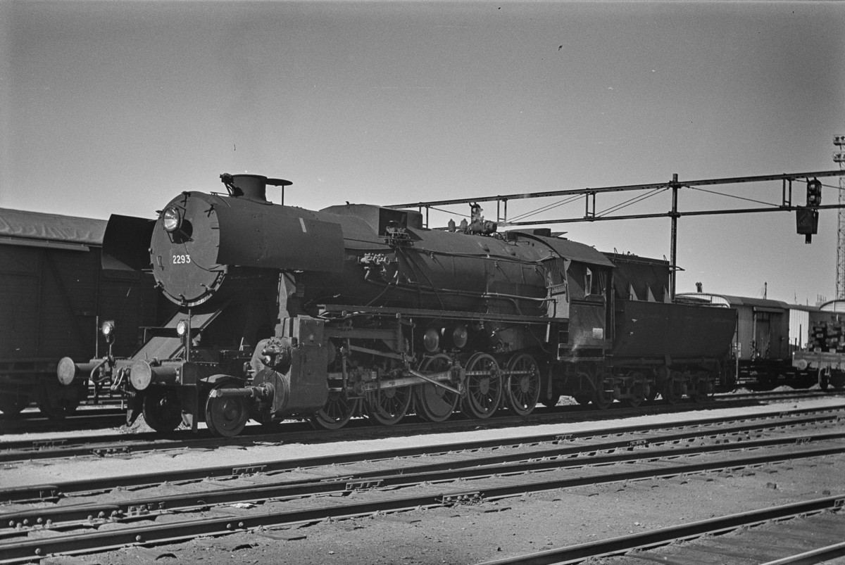 Damplokomotiv type 63a nr. 2293 på Trondheim stasjon.