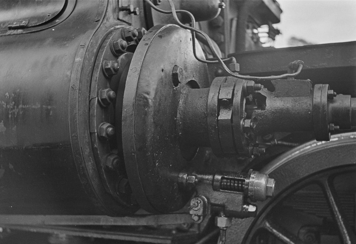 Damplokomotiv type 30a nr. 272 med maskinskade.