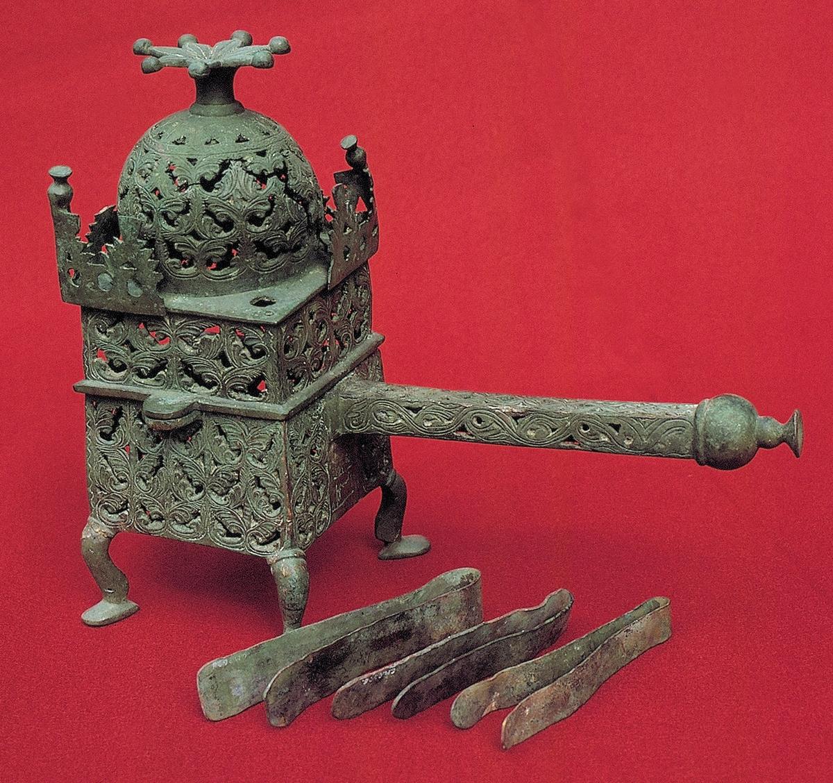 Glödpanna med lock, brons. Troligen från nuvarande Iran eller Syrien. Brazier, Incense burner.