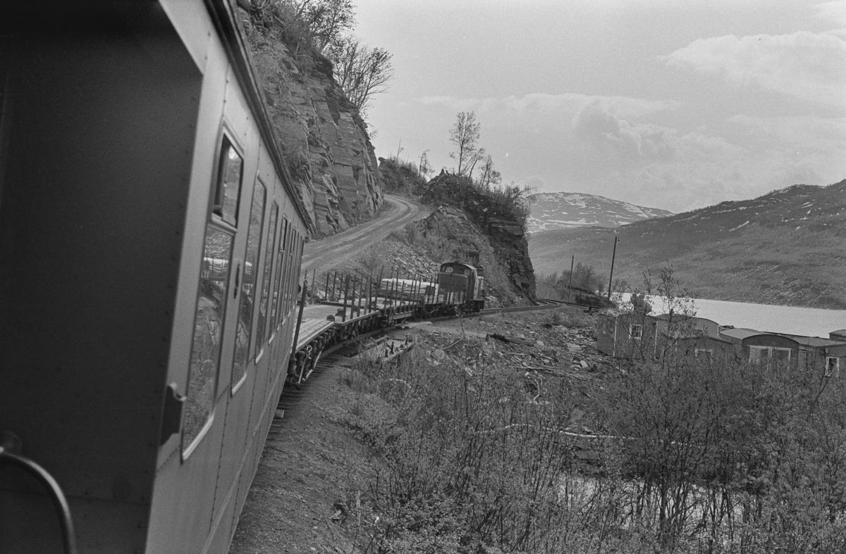 Underveis med persontog fra Finneid til Lomi på Sulitjelmabanen, her ved Rupsi.
