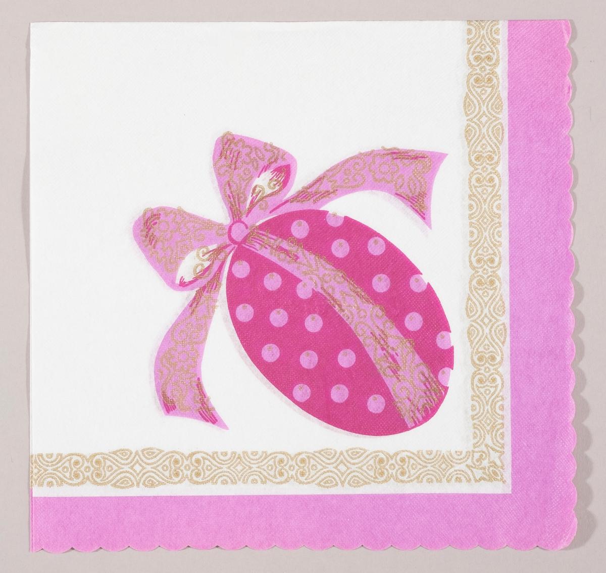 Et lilla påskeegg med rosa prikker og en stor rosa sløyfe med gullmønster. En mønstret bord i gull og lilla kant.
