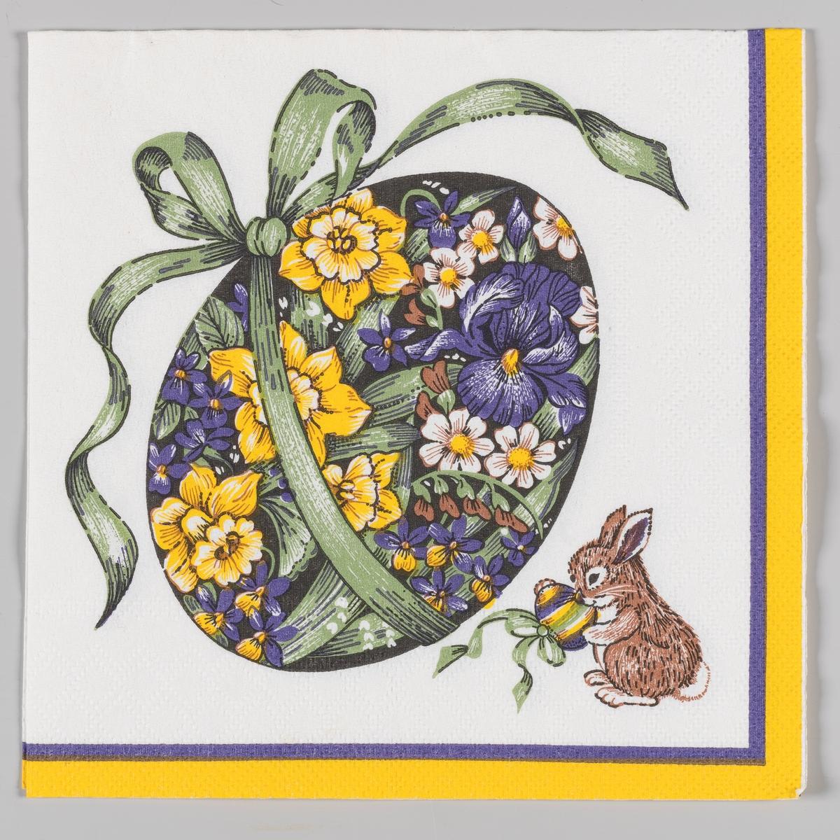 Et stort påskeegg med dekorert med blomstermotiver og ombundet med en stor grønn sløyfe. En liten hare med et stripet påskeegg med sløyfe. En lilla og gul kant.