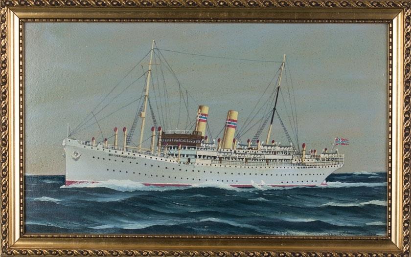 Skipsportrett av DS BERGENSFJORD under fart i åpen sjø med norsk flagg akter.