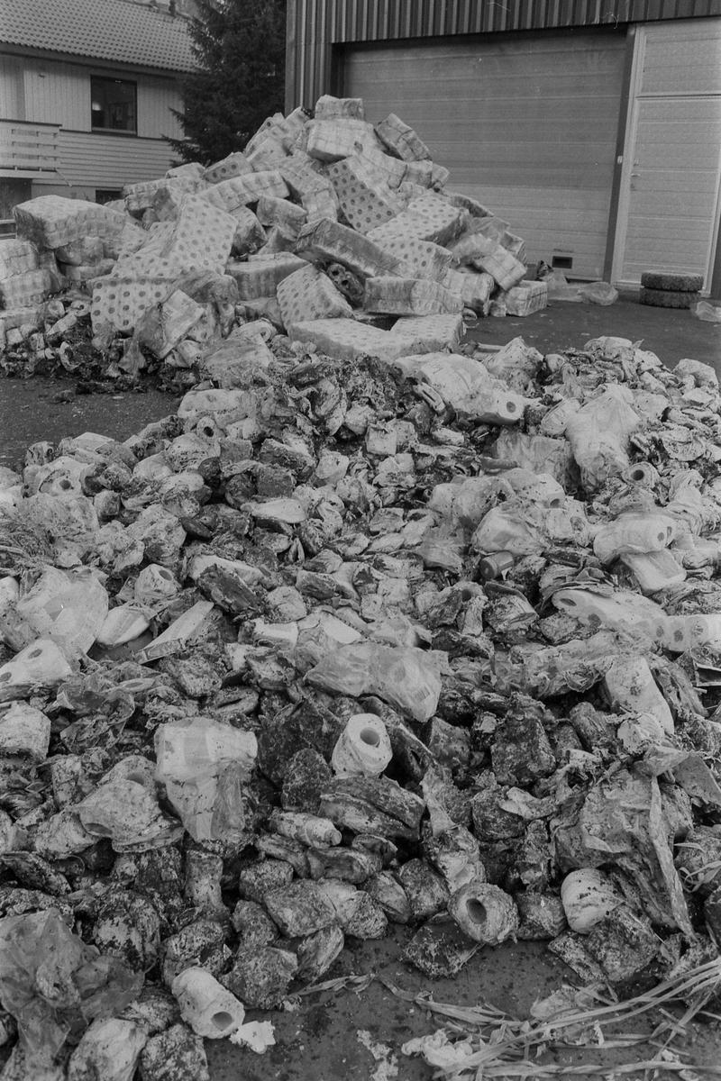 Brann ved Ormerud matsenter på Kolbotn. Mistanke om påsatt brann, nazi-symboler tegnet på gulvet på lageret. Svein K Per Dagfinn W Inger Stavelin Kvilesjø Fotograf: ØB Ukjent
