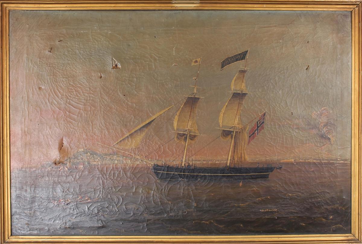 Skipsportrett av briggen AUGUSTA med seilføring utenfor utenlandsk havneby.