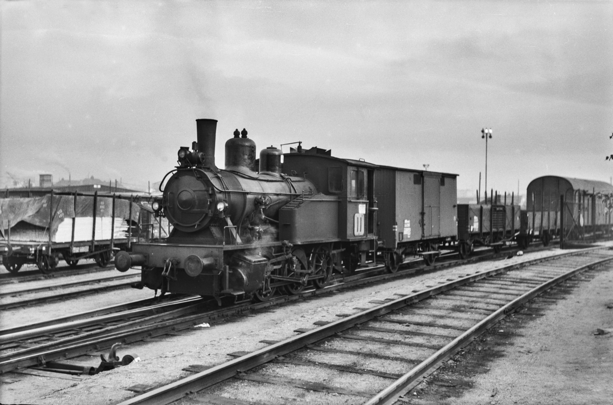 Damplokomotiv type 23b nr. 439 i skiftetjeneste på Sørenga i Oslo.