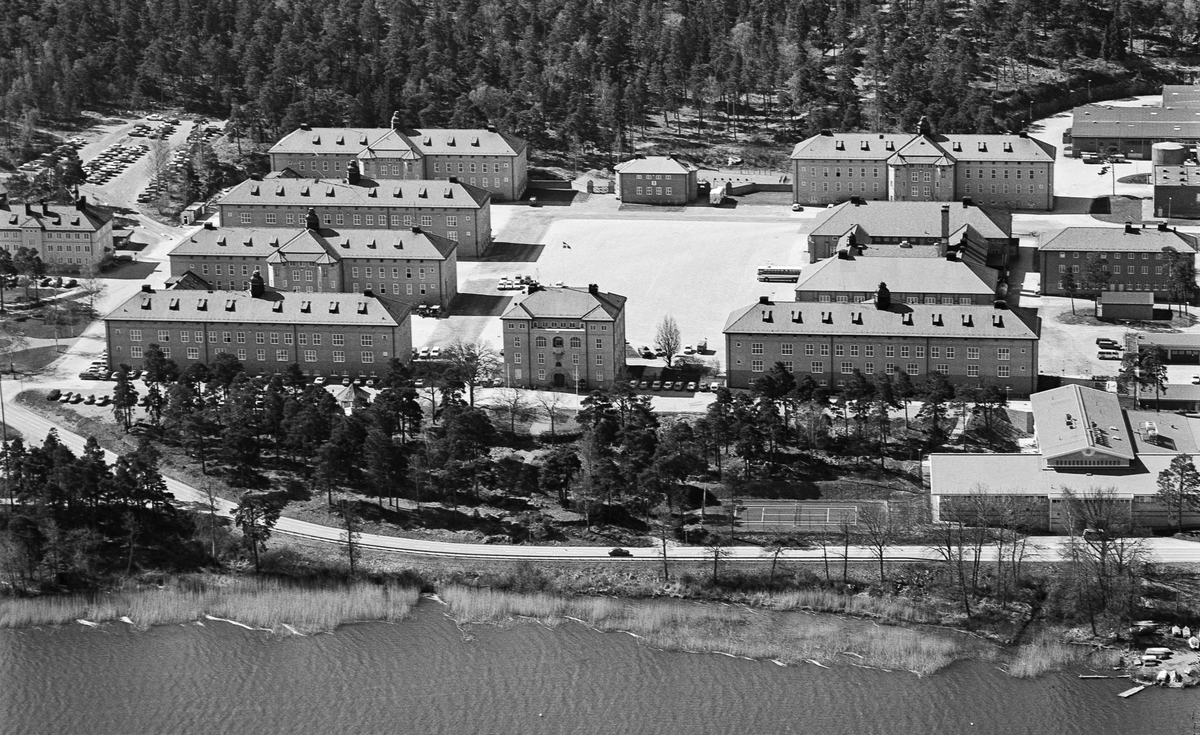Södermanlands regementes kaserner. 1921-42 I 10 1942-57 P 3 1957-63 I 10 1963-73 P 10 1973-fotodagen P 10/Fo 43.