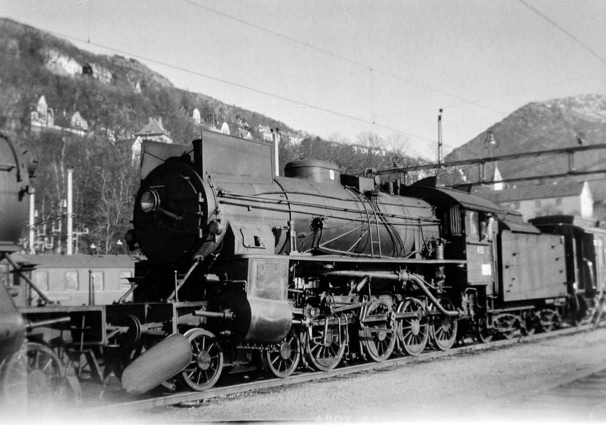 Damplokomotiv type 31b nr. 451 på Bergen stasjon.
