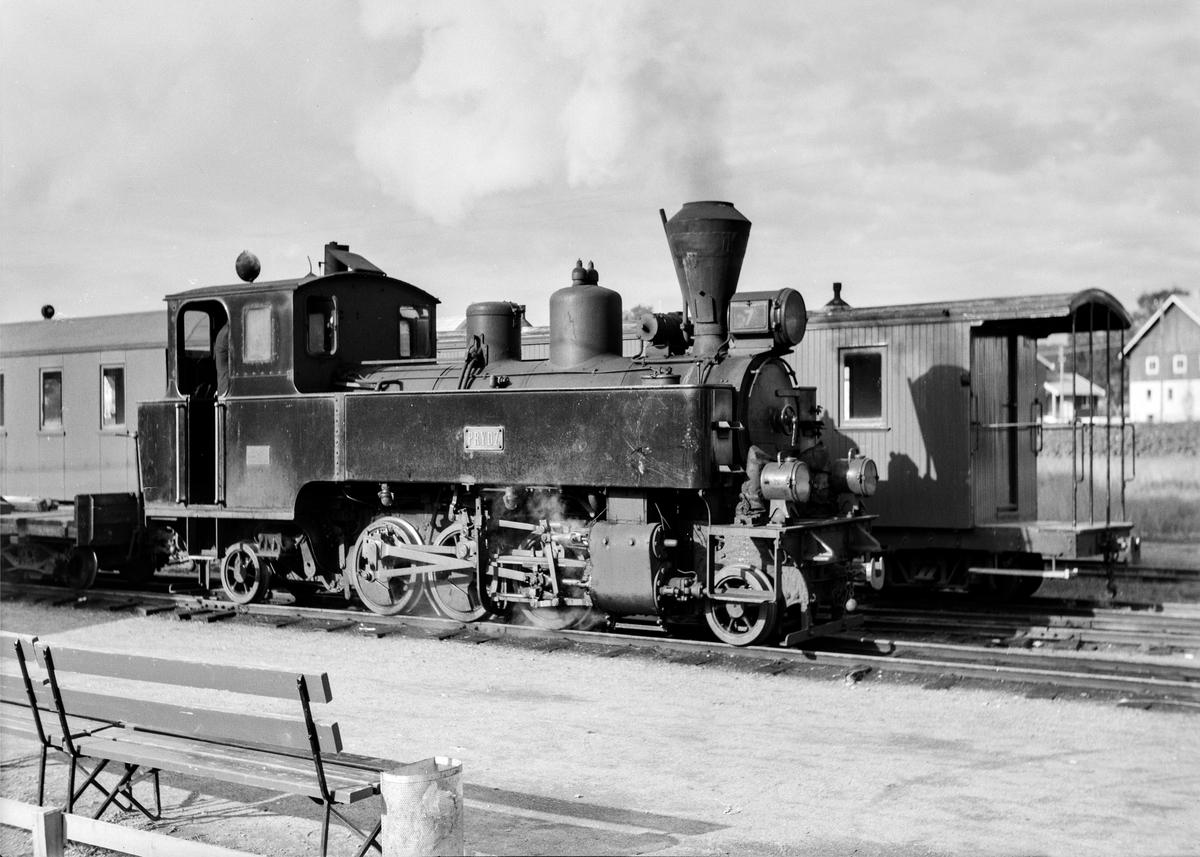 Skifting på Bjørkelangen stasjon med damplokomotiv nr. 7 Prydz.