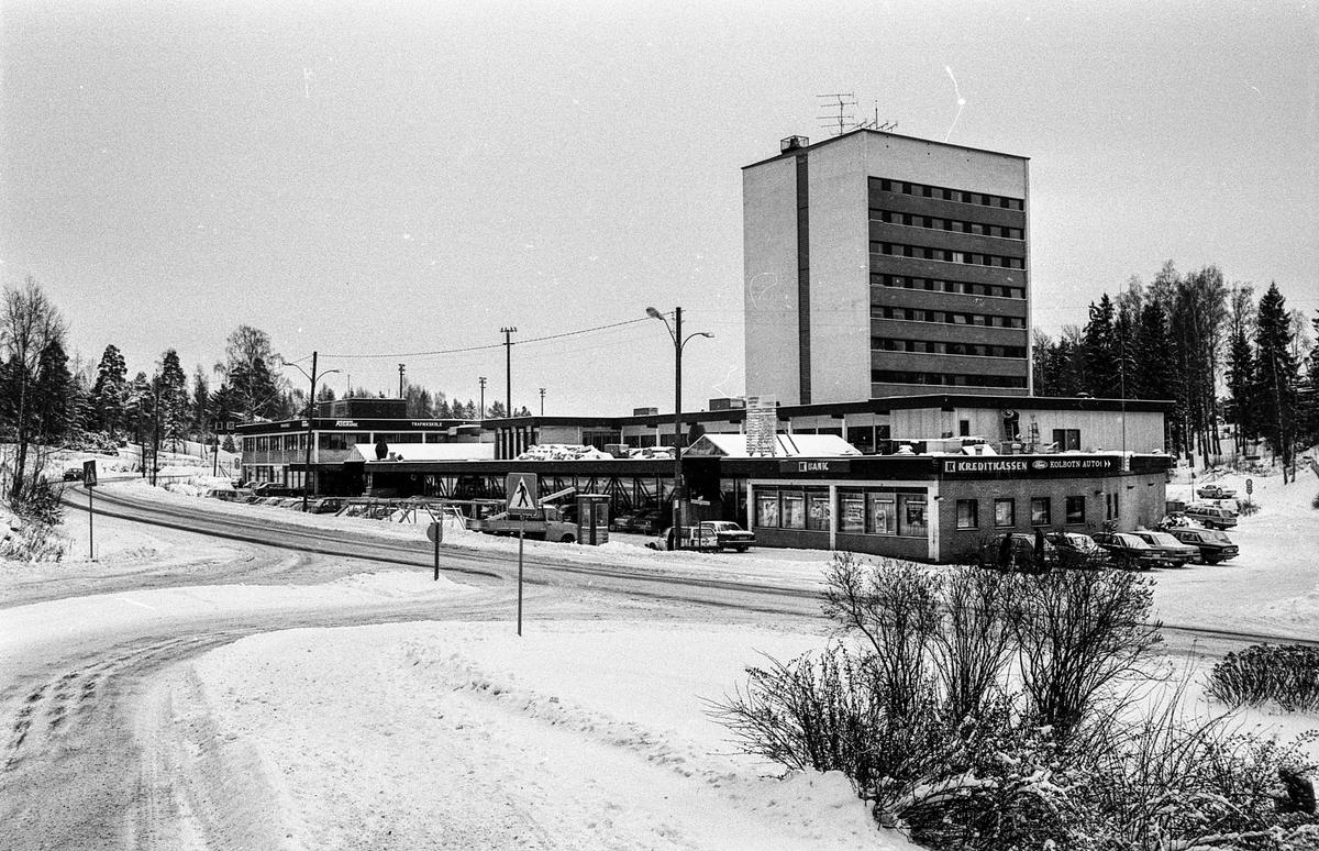 Landerudsenteret på Kolbotn utvider. Sommer og vinterbilde.  ØB Helskog Gerhard 11/07/1985 00:00:00