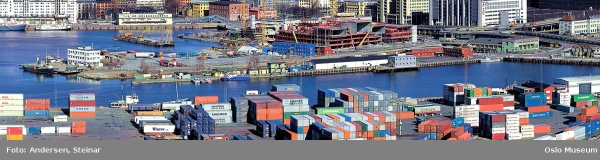 Panorama, byprospekt, utsikt, fjord, byggevirksomhet, havn, skip, båt, Akershus Festning, Rådhuset, containere, kran