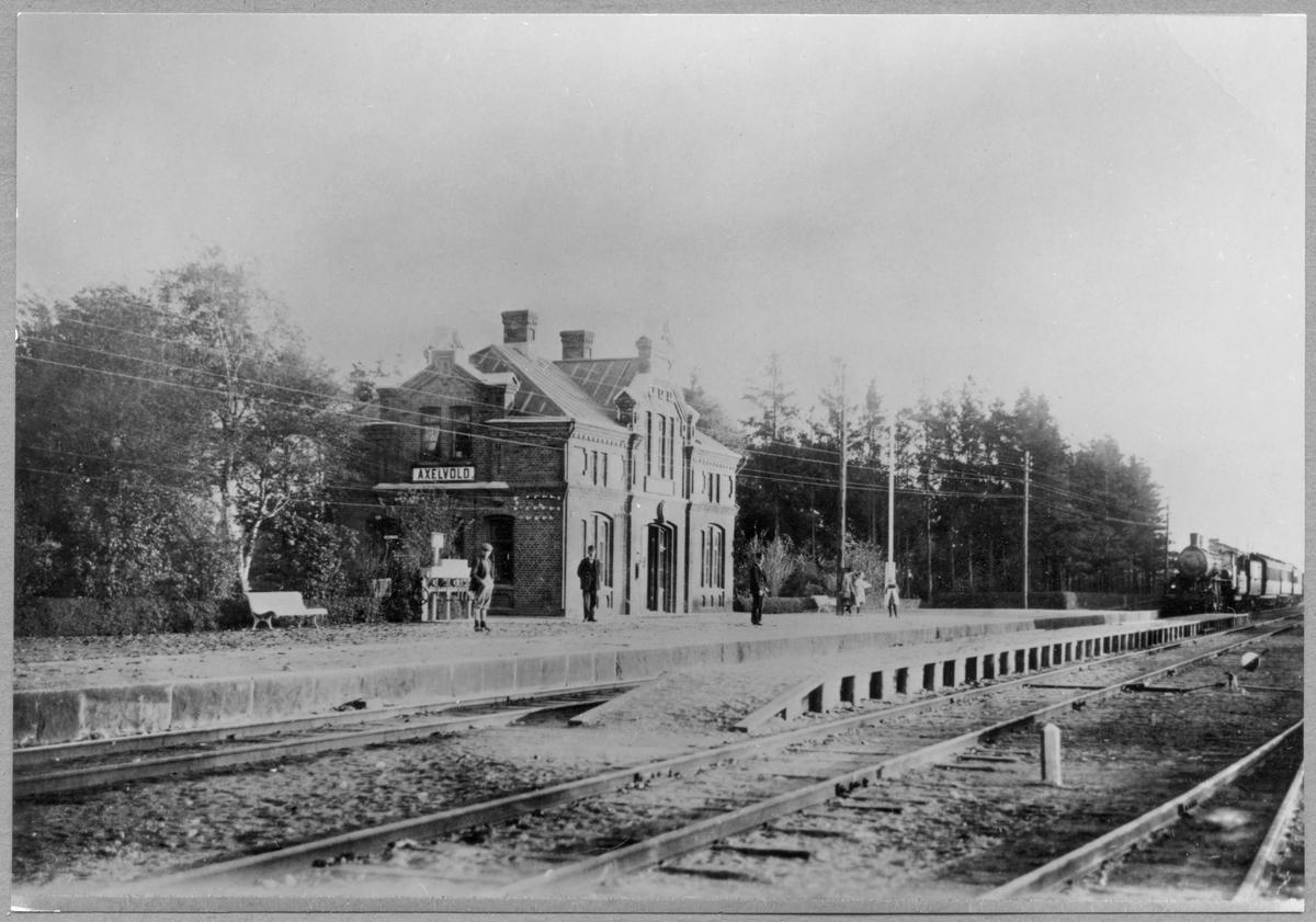 Stationen öppnad av Malmö - Billesholms Järnväg, MBJ 1886. Då byggdes tvåvånings stationshus i tegel. Järnvägen elektrifierades 1934. Stationen upphörde 1976.
