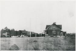 Stationen öppnad 1927 som bispår till Via tjärindustri. Gods