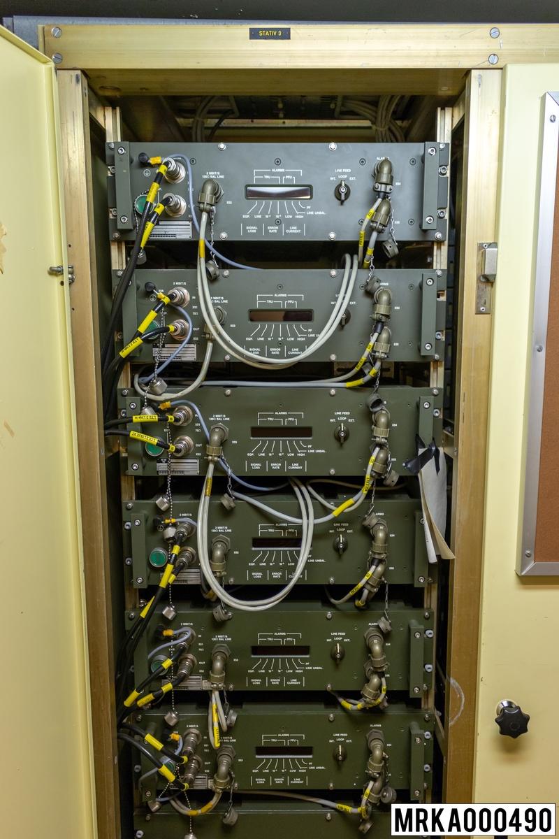 Vid överföring av digital information över två-pars fältkabel erfodras en linjeterminal LTA per transmissionssrträcka. Linjeterminalen består av terminalregenarator (TRU) och linjeströmsenhet (PPU).  Ursprungsbeteckning: STC 712 33225 AAAA