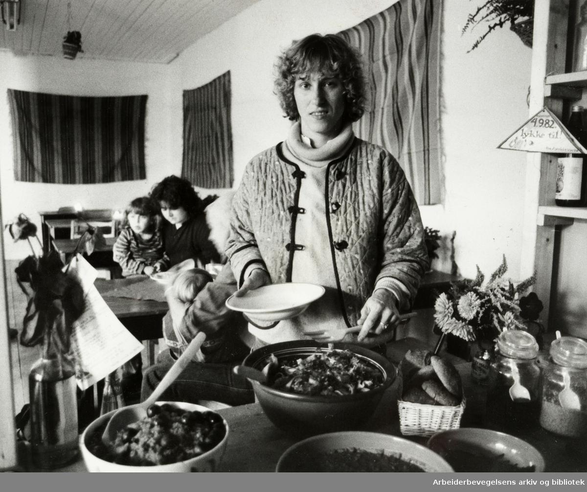 Grünerløkka, Korsgata 19, Nabo og Rettshjelpsentret. Rita Haugen. September 1982