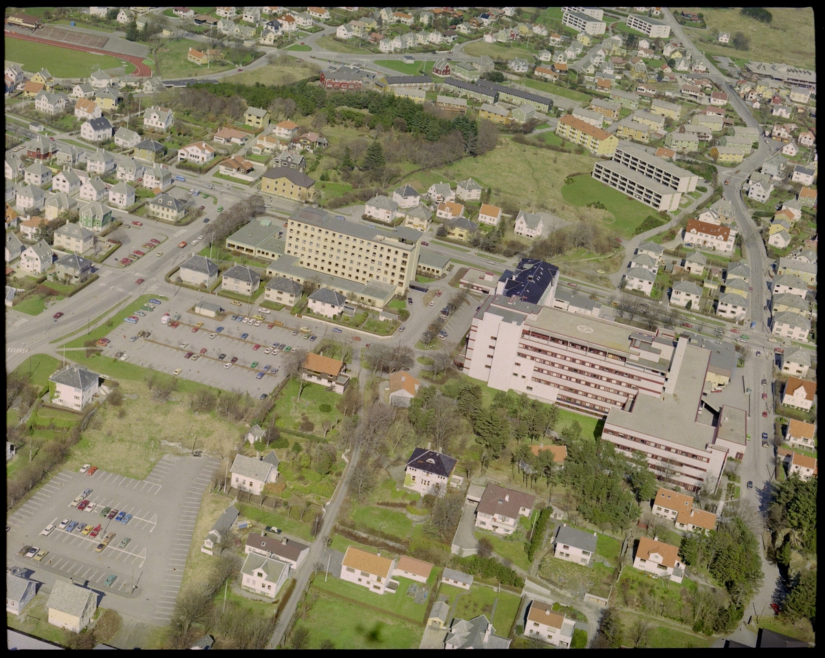 Flyfoto av Haugesund sykehus.