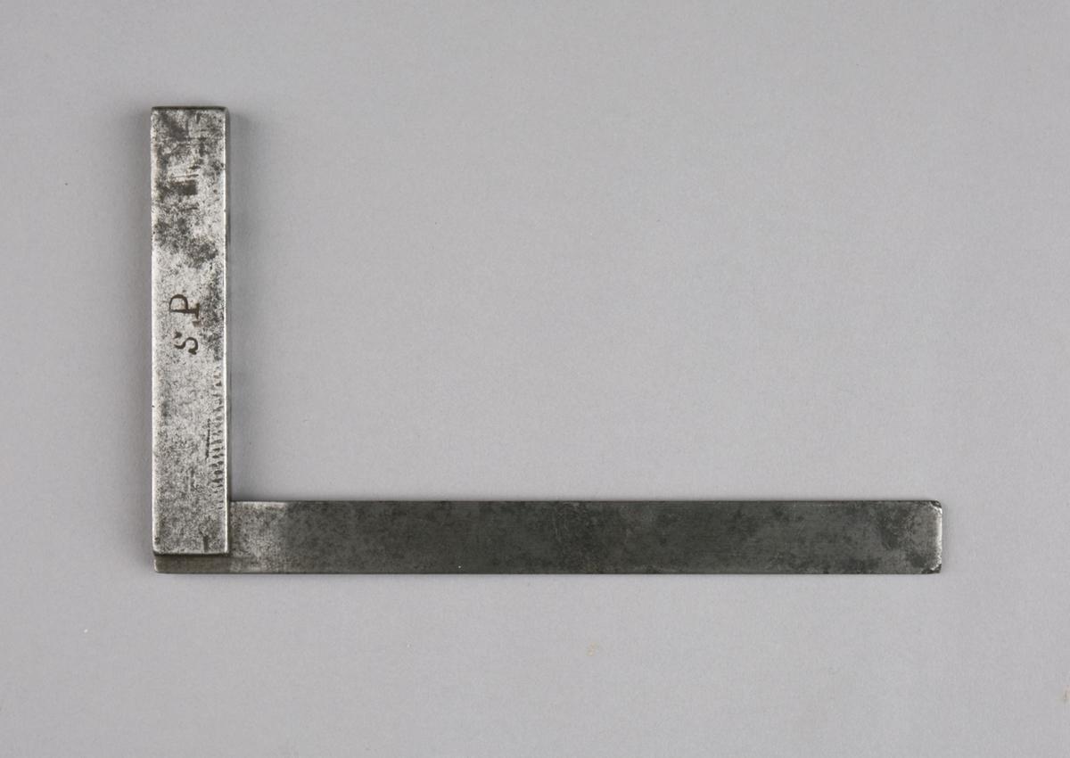 Vinkelhake, del av samling verktøy. Vinkel for 90 grader i metall med skaft.