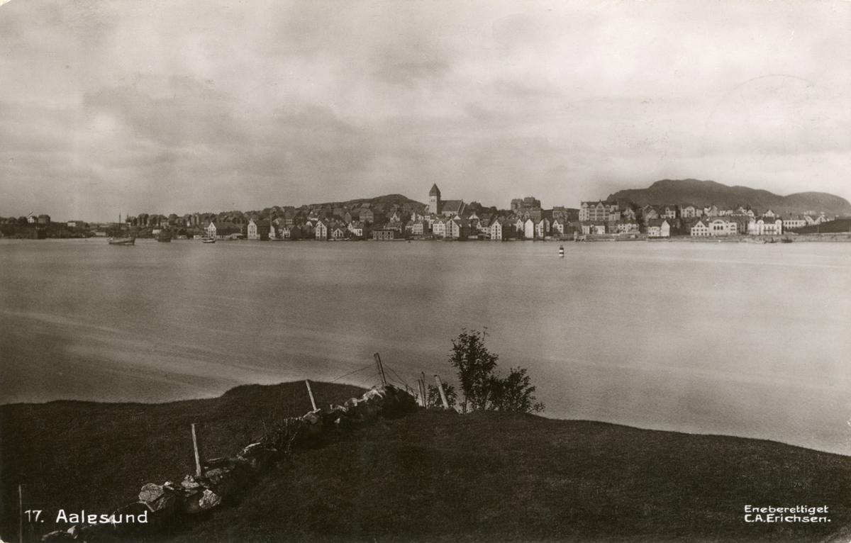 Oversiktsbilde av Aspøya i Ålesund sett fra Hessa.