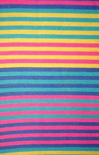 """Randigt vävprov, möbeltygsprov, i skarpa nyanser av rosa, gul, blågrön (turkos) och blå. Ett kraftigt och stelt möbeltyg vävt i korskypert med inslagseffekt på rätsidan. Varpen är av tunt blekt tvåtrådigt bomullsgarn. Inslaget är entrådigt lingarn vävt med tre trådar tillsammans. Ränderna är centimeterbeda och grupperade i bårder med följande kombinationer: rosa/turkos, rosa/blå, turkos/gul, gul/rosa, blå/turkos och så börjar det om en gång till. Det är sju ränder i varje bård.  En pappersetikett är fastklistrad i ett hörn på vävprovet.Texten lyder:""""SKARABORGS LÄNS HEMSLÖJDSFÖRENING MÖBELTYG RADAR""""  Vävprovet med modellnamn Radar är formgivet av Ann-Mari Nilsson och tillverkat av Länshemslöjden Skaraborg. Vävbeskrivningen har varit publicerad i Tidskriften Hemslöjden nr 4 1987. Se även inv.nr. 0125-0127, 0129-0131 Vävprov och Möbelklädsel i olika färgställningar och material."""
