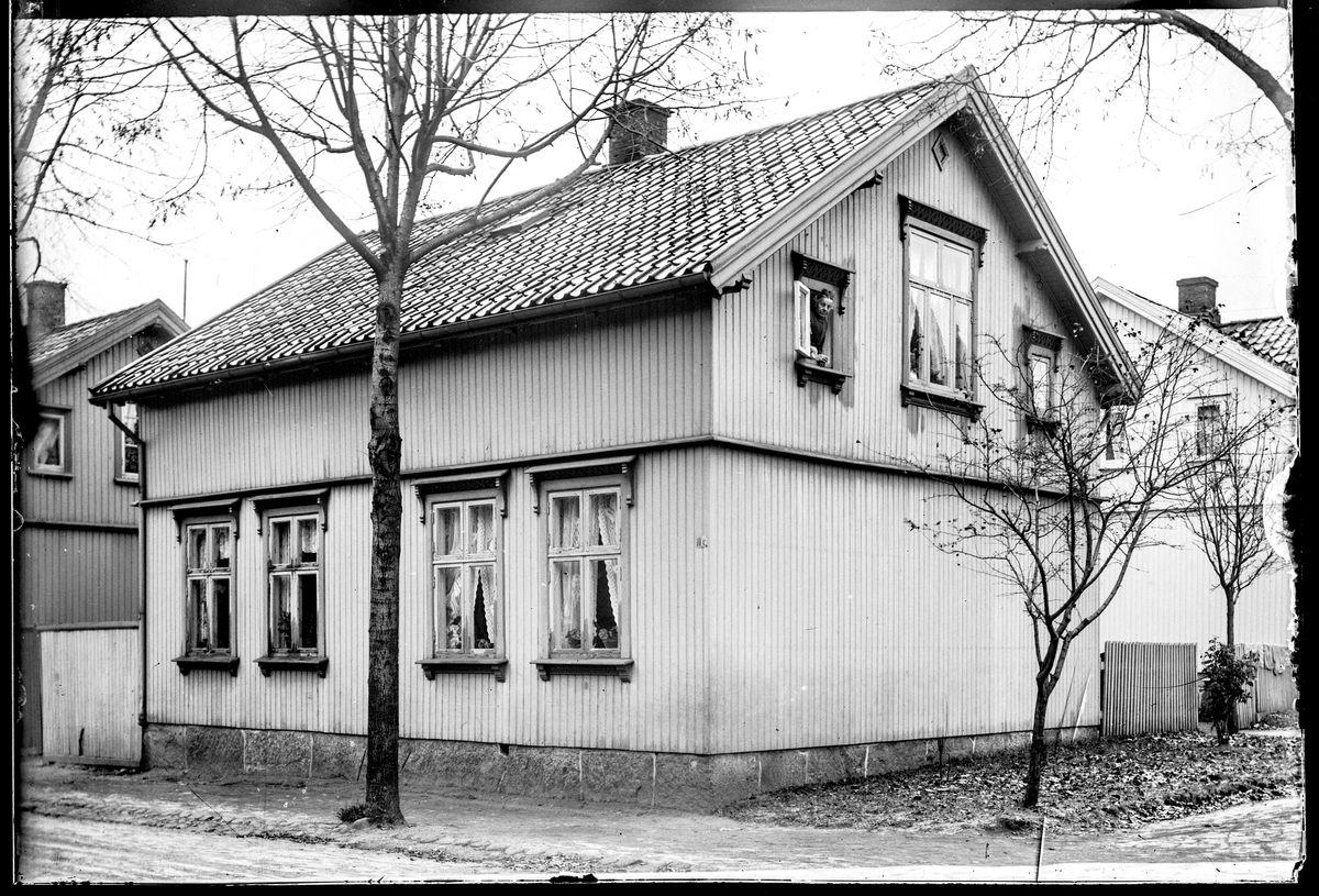 Løkkegata 6, husnummer er 10c (tidligere nummer), i Moss. Huset ble ombygd og modernisert i 1973.