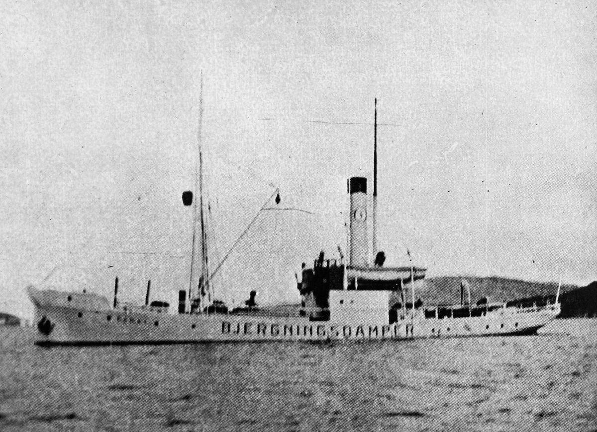 """Bergnings/slepebåt PARAT merket med """"Bjergningsdamper"""" på langsiden."""