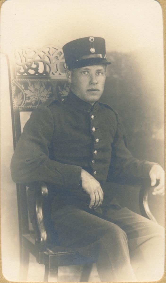Ung mann i militæruniform, ukjent