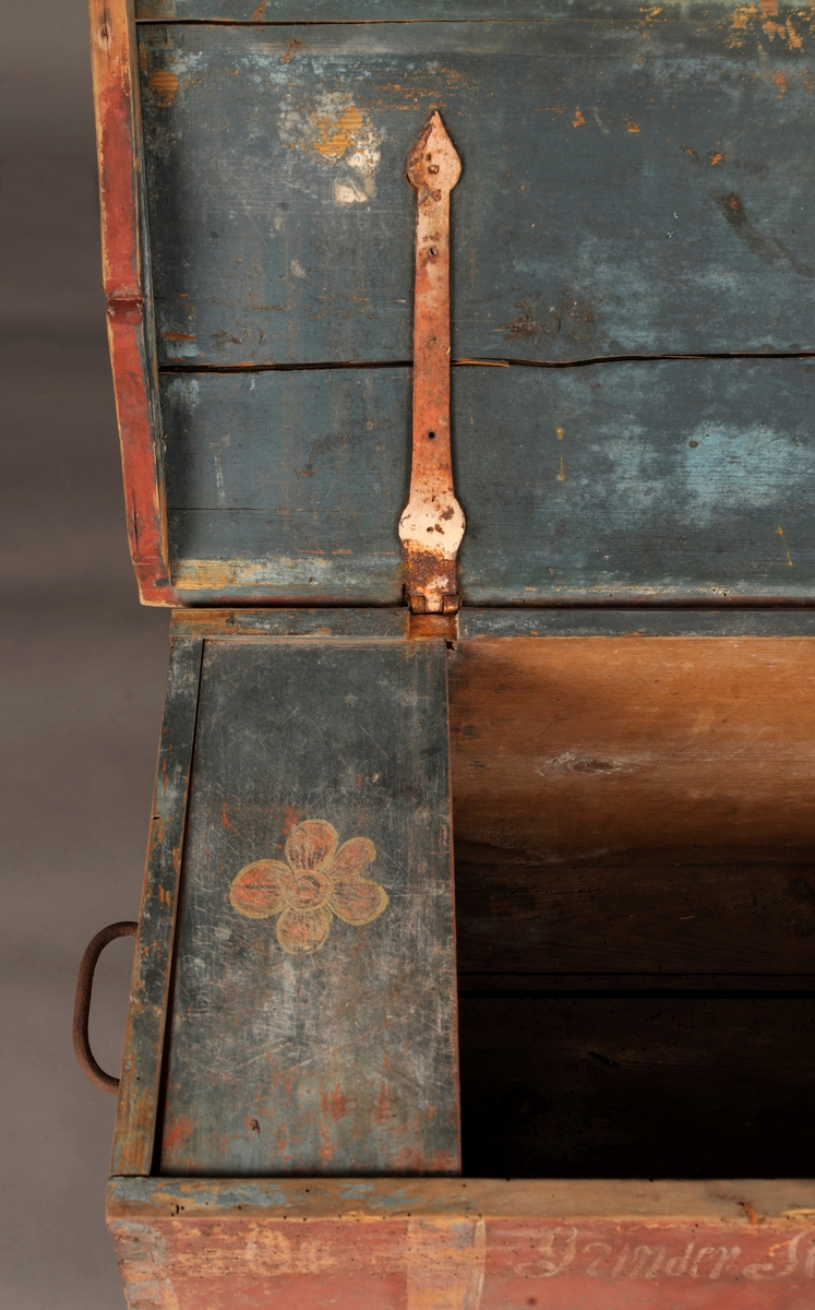 Rosemalt kiste, flatt lokk.