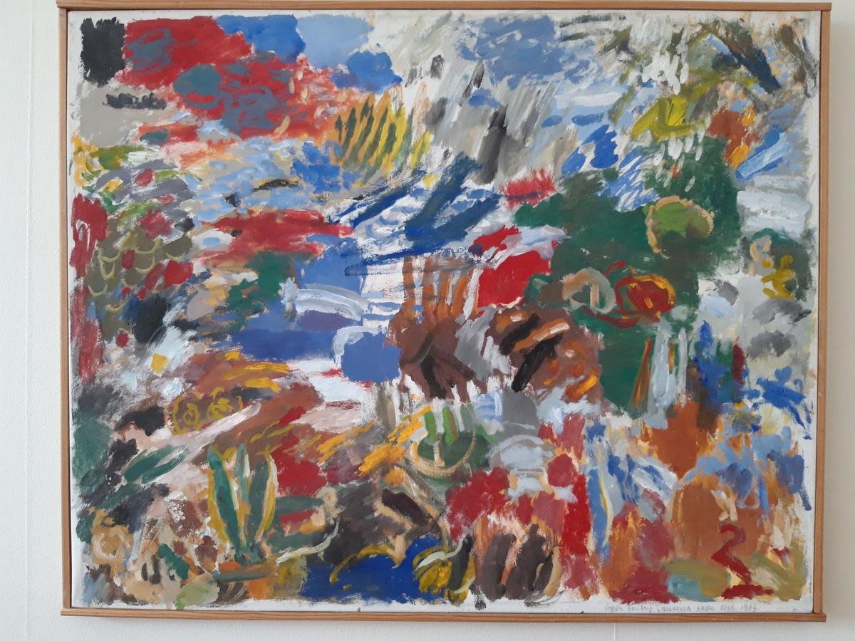 """Målning på duk i äggoljetempera av Birger Forsberg, """"Harrania"""". Polykrom i starka färger. Små färgytor. Signerad nedtill t h: """"Birger Forsberg i HARRANIA KAIRO FEBR 1987"""". Text på baksidan: """"Målad i Harrania i ett av de 7 husen hos WISSA WASSEF SCHOOL... efter ett veckobesök i BOMBAY i slutet av febr 1987. Birger Forsberg."""""""