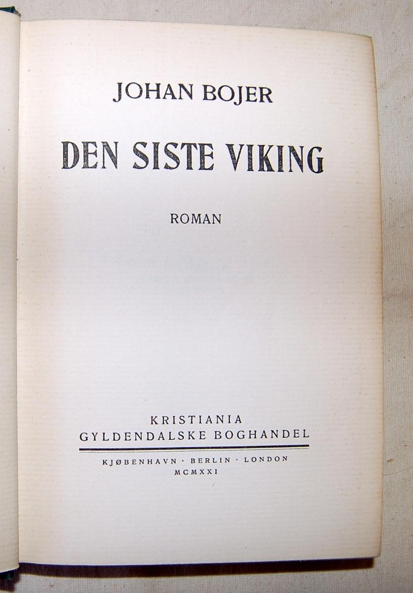 Liggende oval gullring med tittel på bokens forside