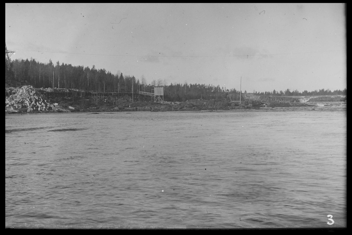 Arendal Fossekompani i begynnelsen av 1900-tallet CD merket 0468, Bilde: 41 Sted: Flaten Beskrivelse: Tømmerrenna