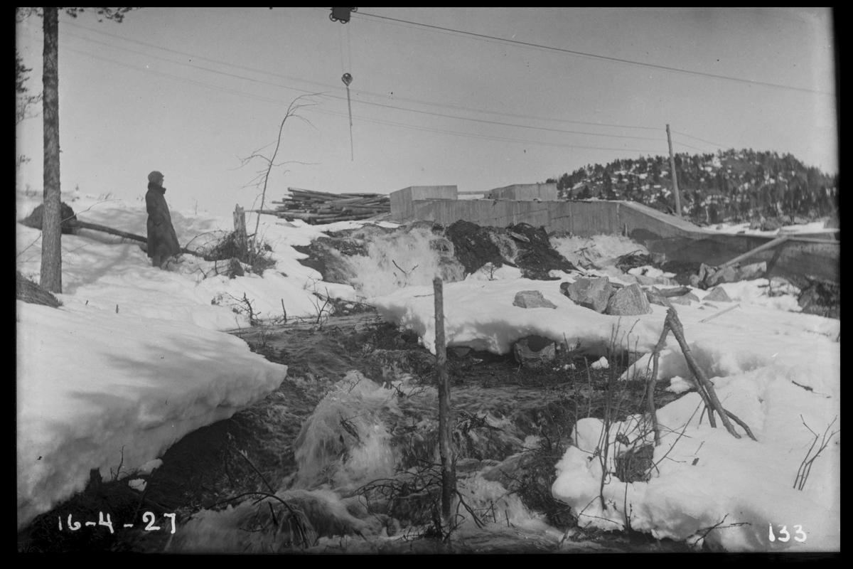 Arendal Fossekompani i begynnelsen av 1900-tallet CD merket 0468, Bilde: 53 Sted: Flaten Beskrivelse: Ved tømmerrenneinntaket
